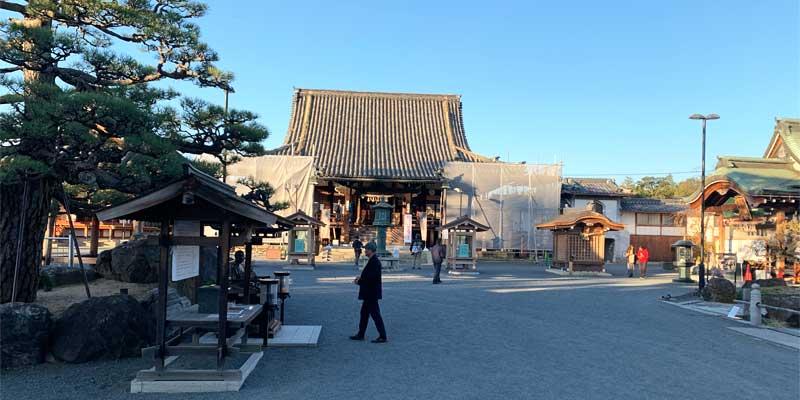 総持寺の境内