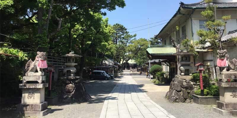 茨木神社の境内1