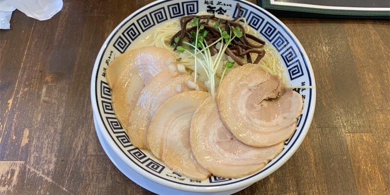 麺道而今 茨木店のチャーシュー天然塩の極上あさりそば