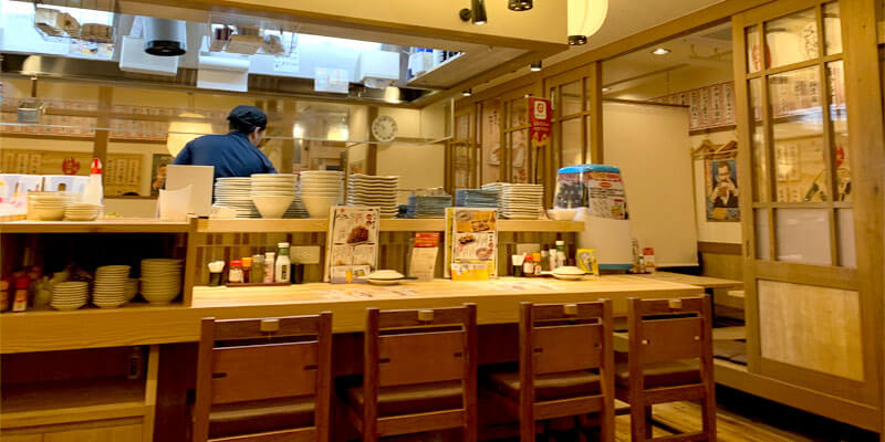 ハッケン酒場 JR茨木駅前店の店内