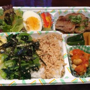『糀あまざけcafe ひとと』で健康三色弁当を販売中!