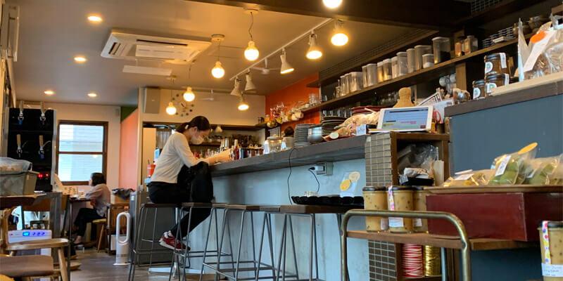 CAFE 小町の店内