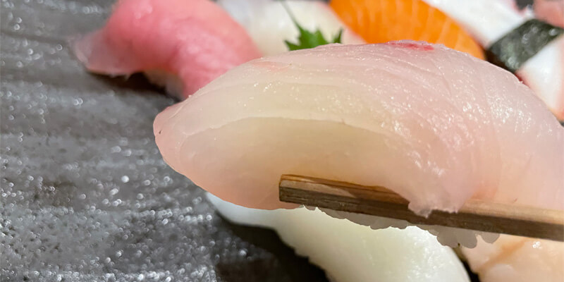 海鮮居酒屋あまみのお寿司のネタは大きい