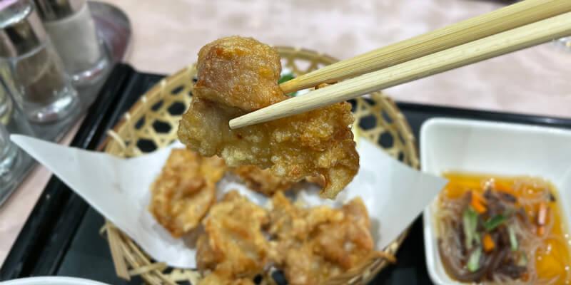 中国飯店 宝来の一口サイズの唐揚げ