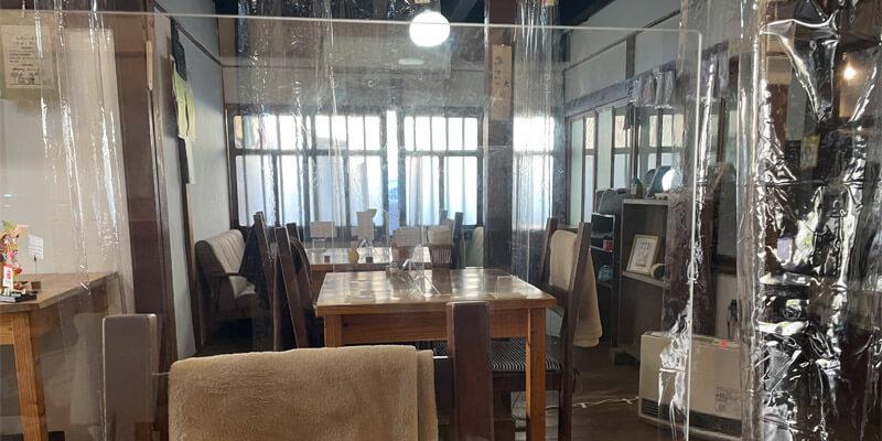 隠れ家カフェ木の香の店内