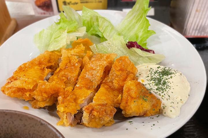 ランチや昼呑みに利用できる居酒屋『満マル 阪急茨木店』チキン南蛮定食を堪能!