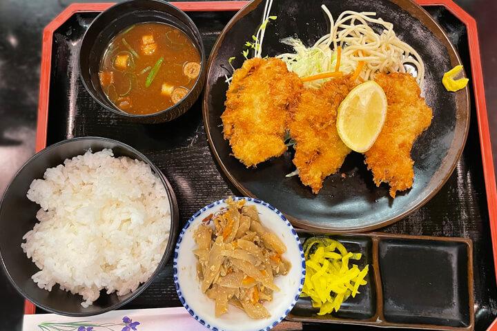 茨木市の老舗の定食屋『きたはま』サクサク衣のカツがおいしい!ソシオ地下街が意外と面白い!